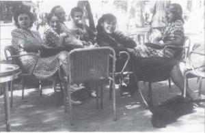 La famiglia Maselli al caffè Zeppa in via Veneto 1942 foto di Palma Bucarelli