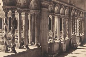 Foto attribuita a Giovanni Battista Altadonna e raffigurante il chiostro di San Paolo fuori le mura 1855-57