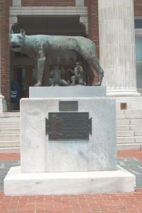 La statua di Romolo e Remo donata da Mussolini alla città di Rome (c) wikipedia